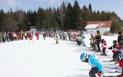 Резултат с изображение за Хижа Здравец ски